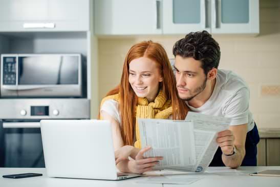par som gör en budget för snabblån