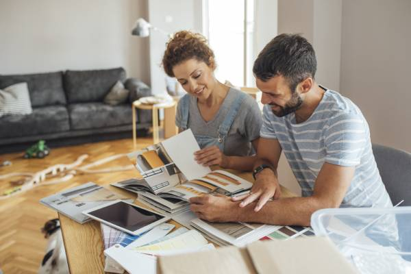 Par planerar renovering hemma